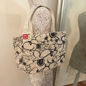 Uniqlo x KAWS tote snoopy bag